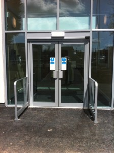 In the case of the operators for an automatic swing door force is applied to the door leaf by means of an automatic swing arm thus enabling it to open and ... : automated door - pezcame.com